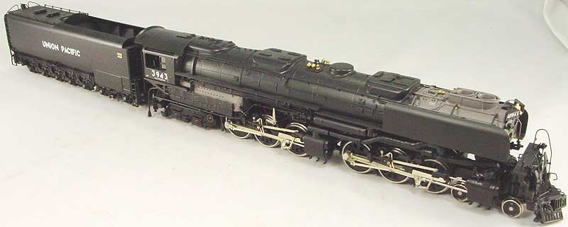 Key 106 - UP 4-6-6-4 Challenger, black, coal tender, smoke deflectors, CS No.106, UP No.3943 (1993 run).02