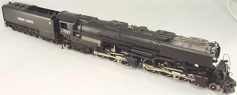 Key 106 - UP 4-6-6-4 Challenger, black, coal tender, smoke deflectors, CS No.106, UP No.3943 (1993 run).02