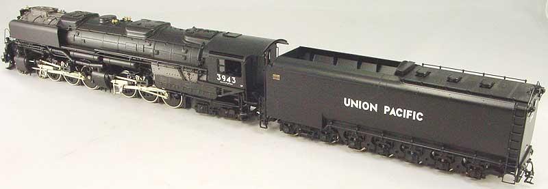 Key 106 - UP 4-6-6-4 Challenger, black, coal tender, smoke deflectors, CS No.106, UP No.3943 (1993 run).03
