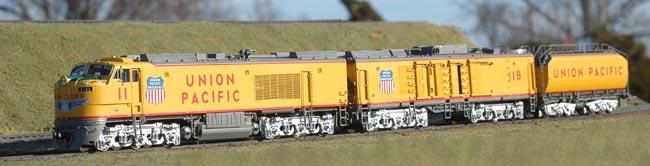 Overland 087 01 0123.1 - UP, Gas Turbine 8.500 hp, 3-Unit, No.11+15, HH, HI, ext. fuel tank, riveted tender, 9' Buckeye trucks
