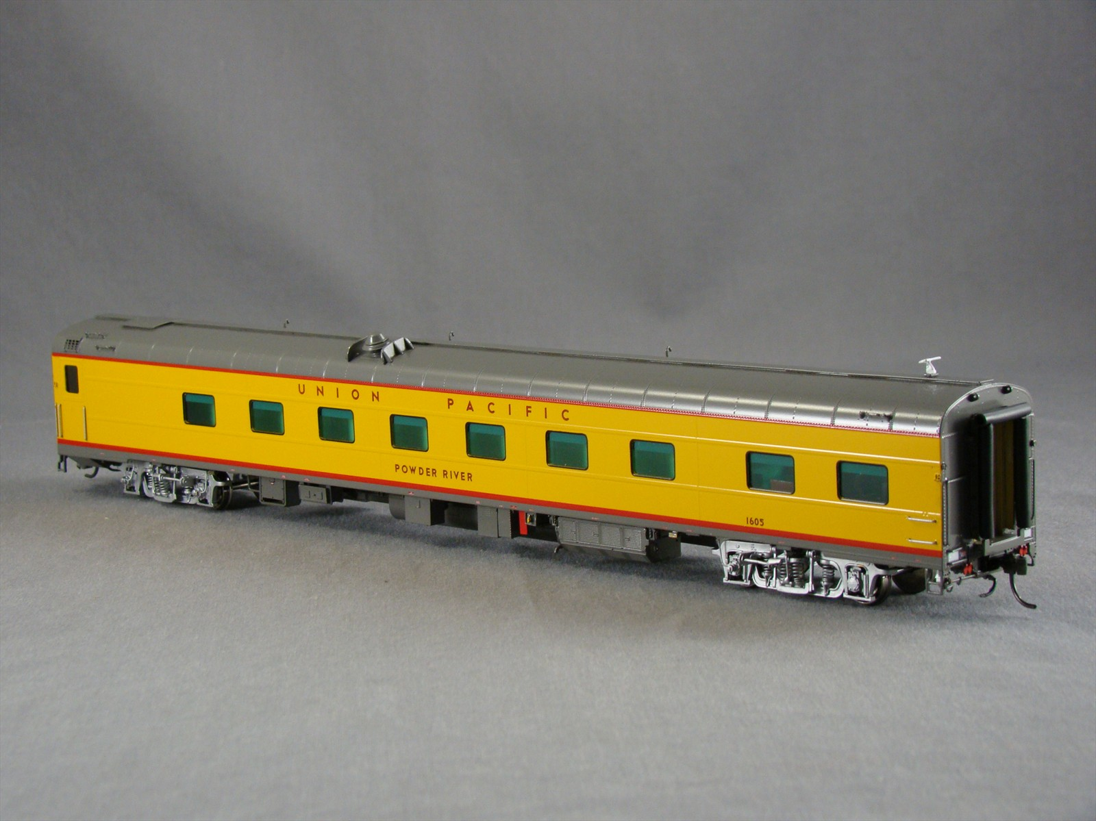 Overland 3408.1 - UP Modern Executive Sleeper 'Powder River'.11