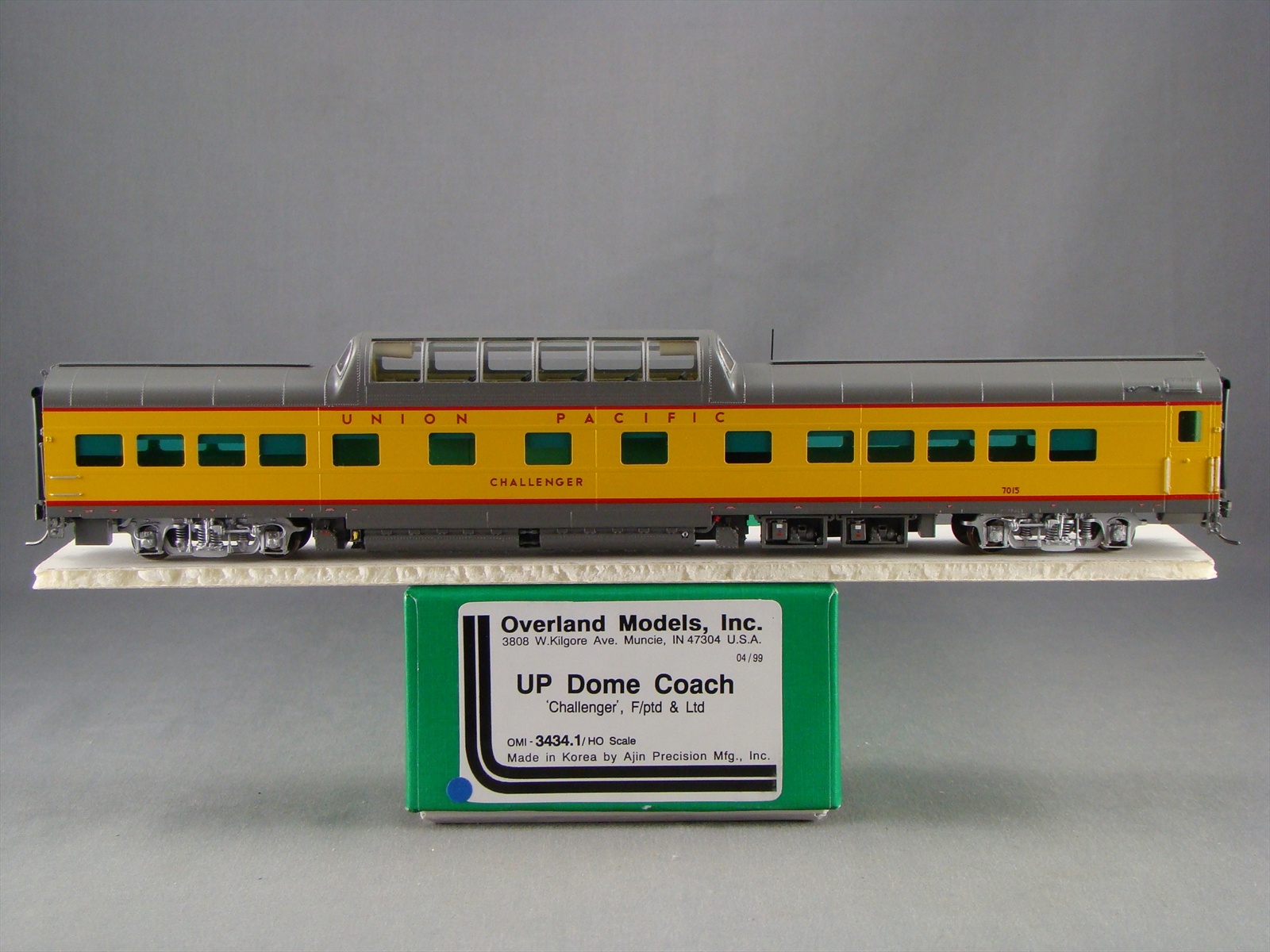 Overland 3434.1 - UP Modern Executive Dome Coach 'Challenger'.10