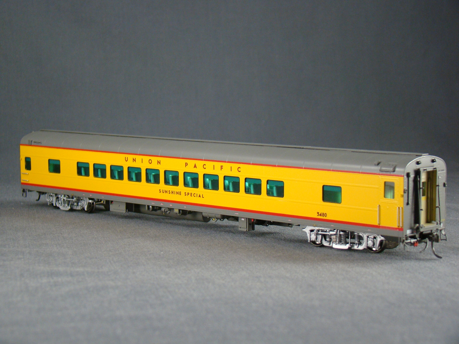 Overland 3436.1 - UP Modern Executive Coach 'Sunshine Special'.11