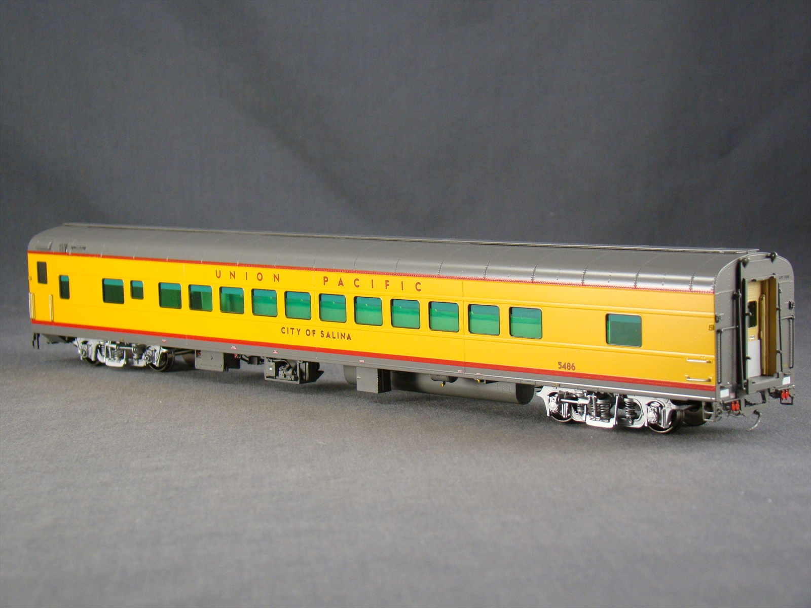 Overland 3438.1 - UP Modern Executive Coach 'City of Salina'.11