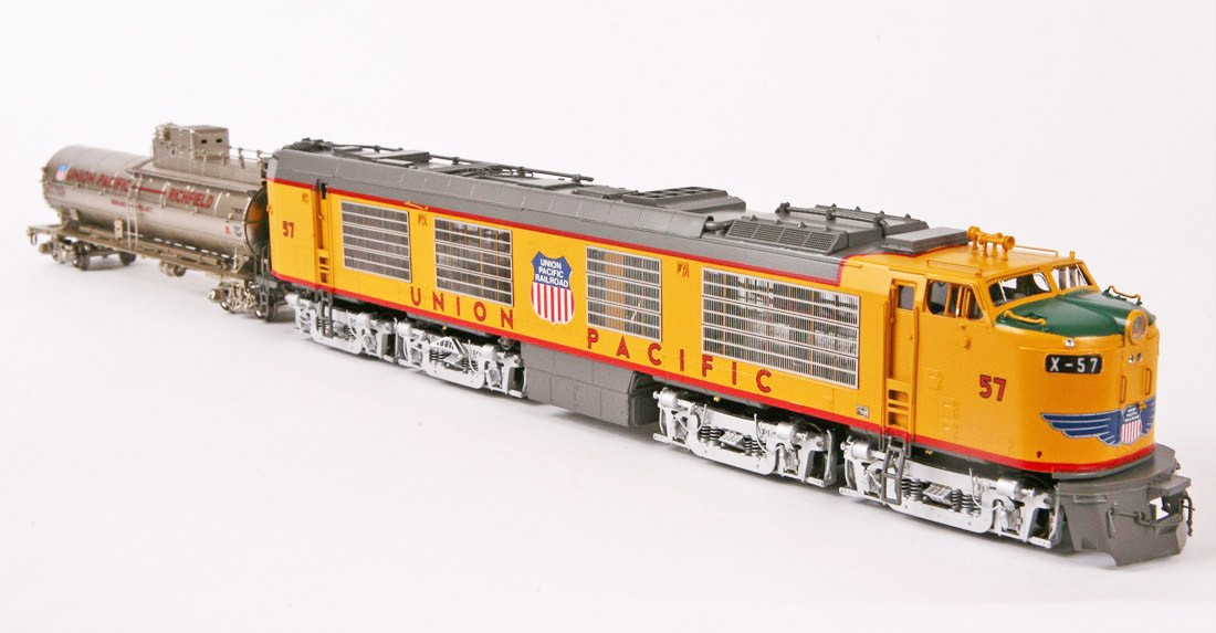 Overland 6710.1 UNION PACIFIC 2-unit STANDARD GAS TURBINE with PROPANE Tender in silver, Nr.57.11