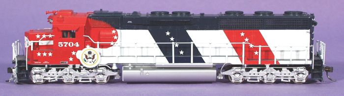 Overland AA-1117 - AT&SF SD45-2, 1975 to 1977, Red-White-Blue Bicentennial, No.5704