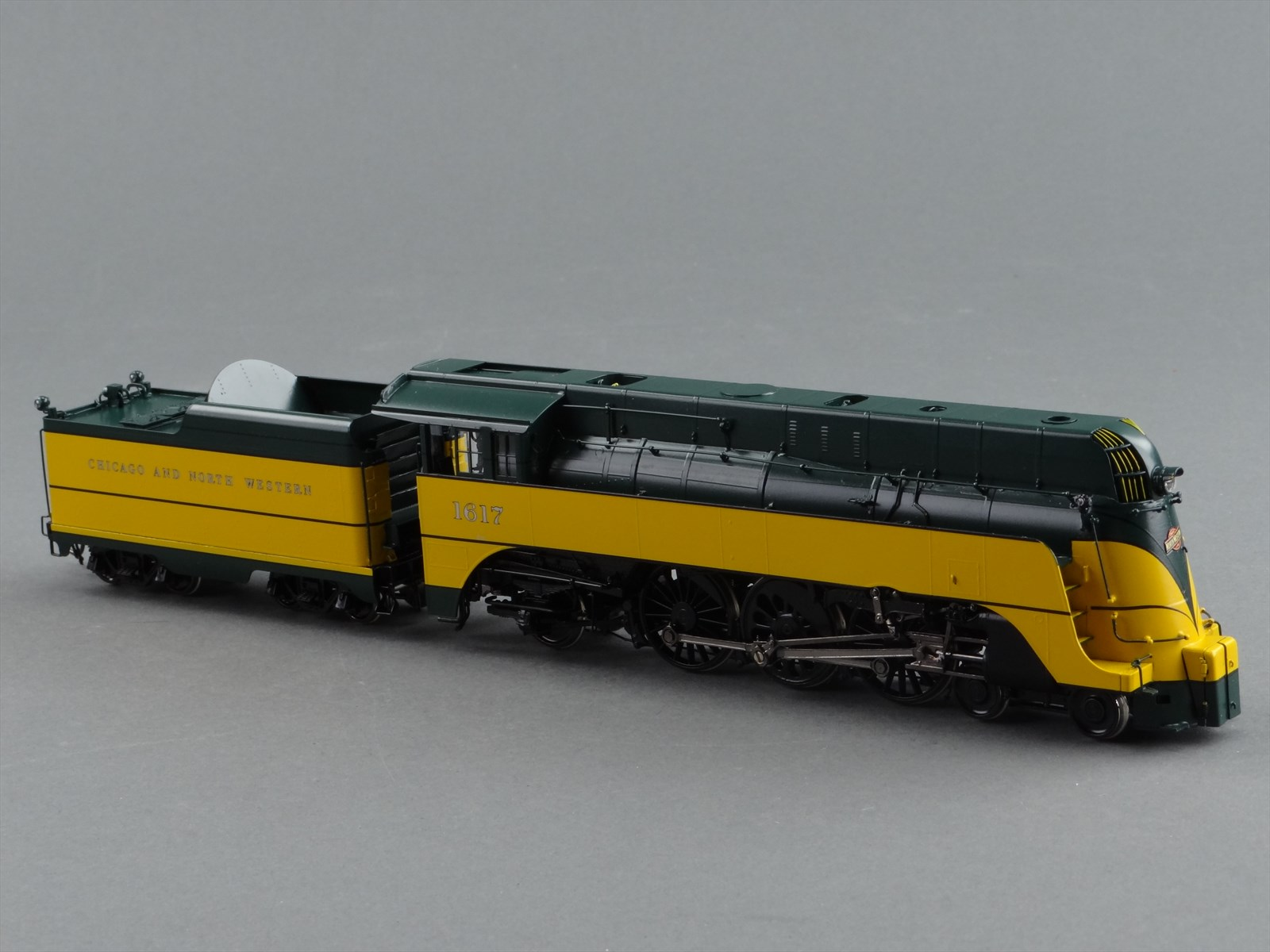 precision-scale-18234-1-cnw-es-4-6-2-streamlined-yellow-green-yellow-jacket-chicago-north-western-on-tender-2