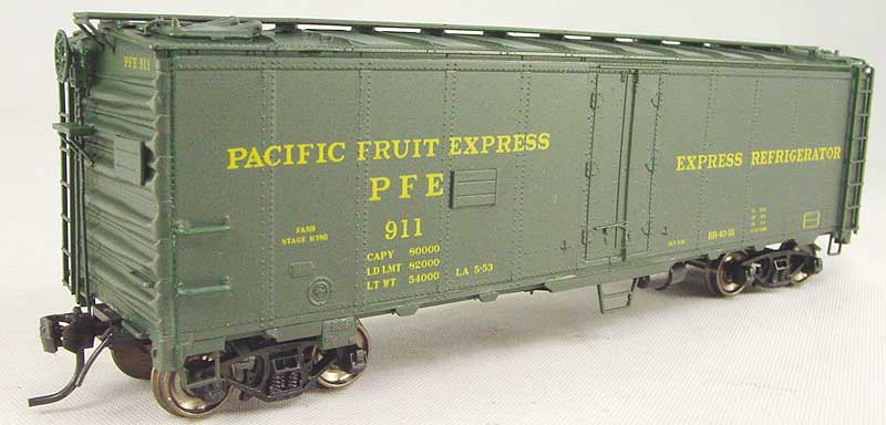 Intermountain 40512-15 - Reefer BR-40-10, PFE, green, Express Refrigerator No.911.1