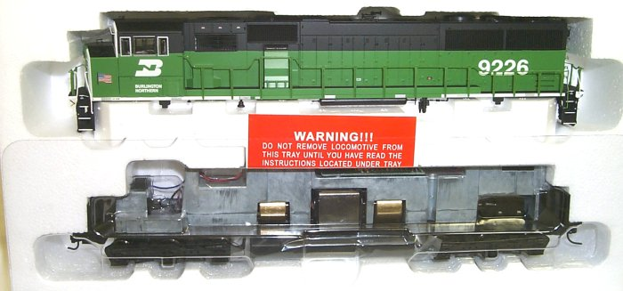 Life Like 30156 - SD60M, BN green-black-white, 'White Cheeks', with US-Flag, Nr.9226