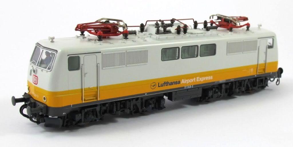 Roco 43047 - SOS 1991, 'Lufthansa Airport Express', ex Avmz 207, ohne DB-Emblem, nicht druckertuechtig, SET 3 Wagen + Lok 111