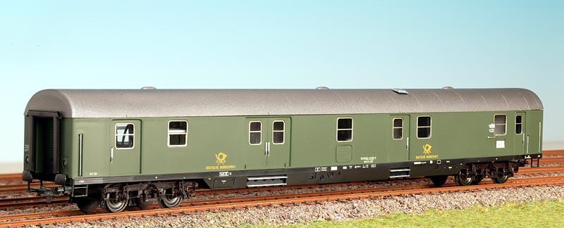 ADE 3005 - Postwagen, gruen, Epoche 4