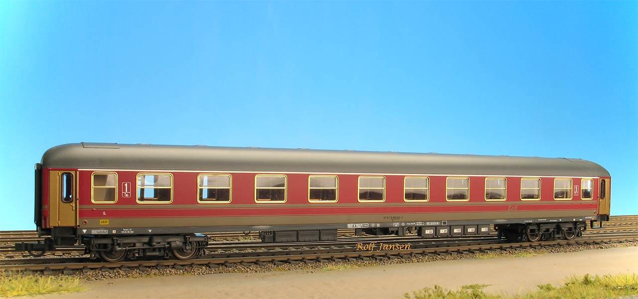 Roco 44714 - FS Italia UIC X 1. Kl., rot-grau