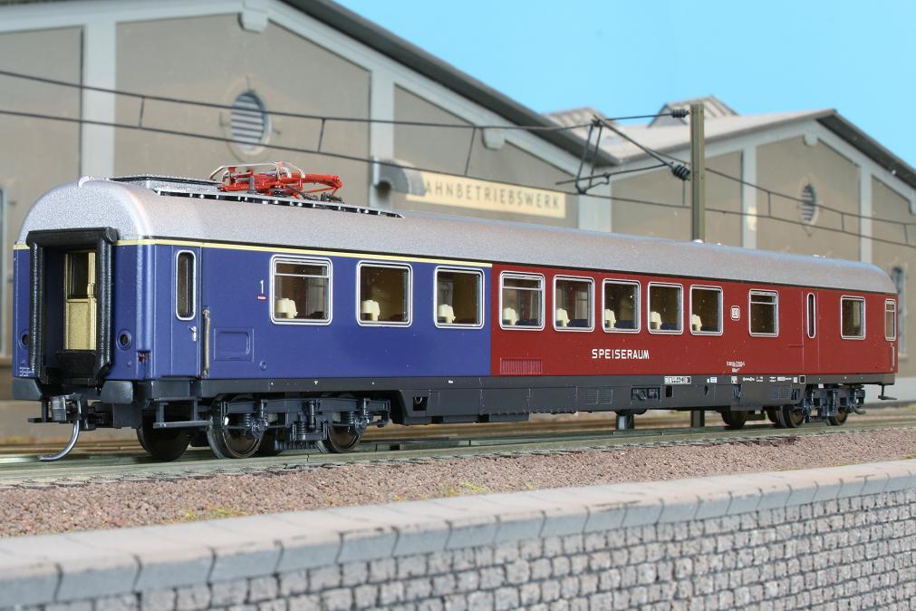 Roco 44761 - ARuemz 211, Halbspeisewagen rot-blau