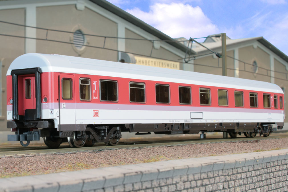 Roco 45256 - Avmz 207, IC Farbgebung, 1. Kl. Abteilwagen, Dach Mittelgrau, Dachseitenstreifen lichtgrau, DB AG-Keks