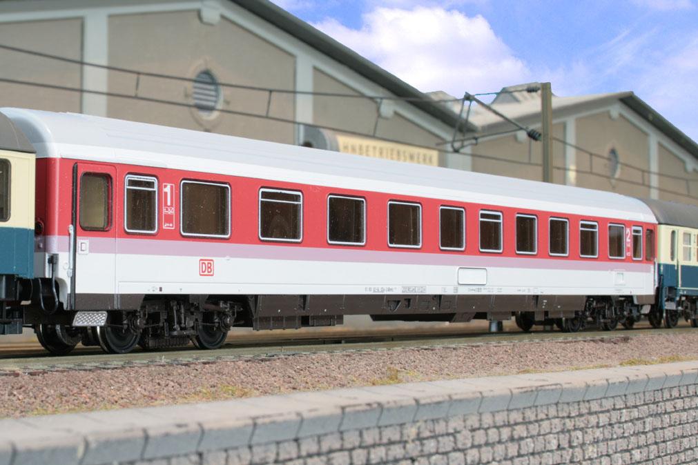 Roco 45263 - 227.4 ABvmz, IC Orientsrot, 1.-2. Klasse Abteilwagen, DB AG-Keks
