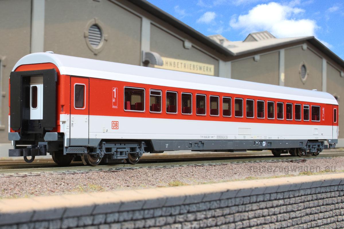 Roco 45267 - Apmz 117, IC Verkehrsrot, 1.Kl. Grossraumwg., DRUCKERTUECHTIGT, Dach grau mit weissem Streifen, DB AG-Keks