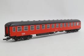 roco-44915-dsb-liegewagen-ohne-schuerze-rot-ia-mit-abgeklappten-betten-linke-und-mittlere-abteile-sos-98-daenemark