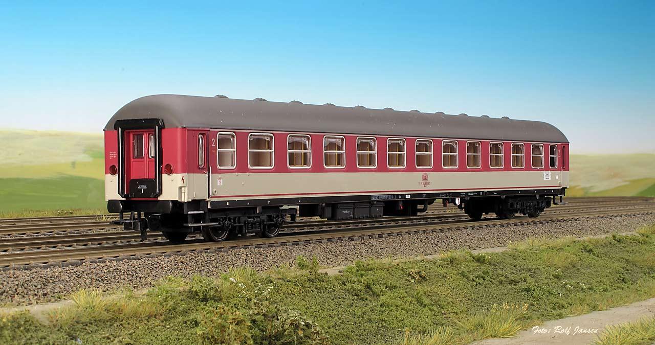 Heris 11306 - Liegewagen der DB, 2. Klasse, Bcm 243, ´Pop´ rot-lichtgrau, Epoche IV.1