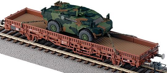Roco 788 - Kbs, mit einem getarnten Spähpanzer 'Fennek'.1
