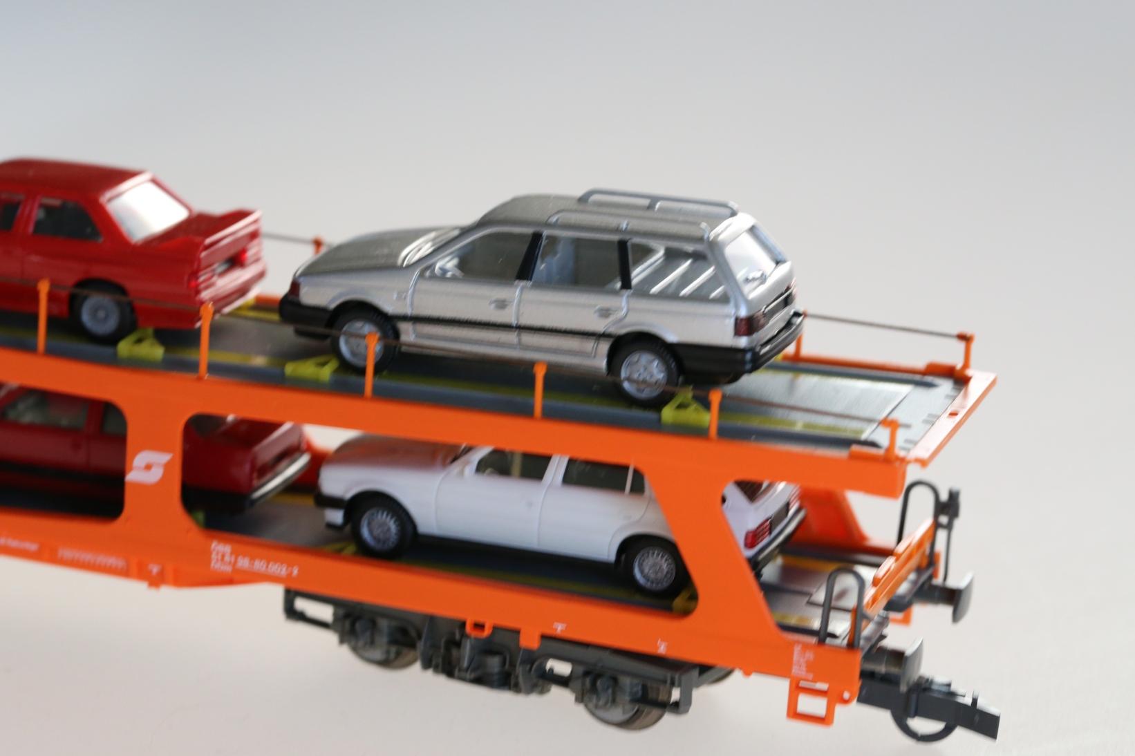 Roco 46461 - ÖBB Autotransporter, beladen.3