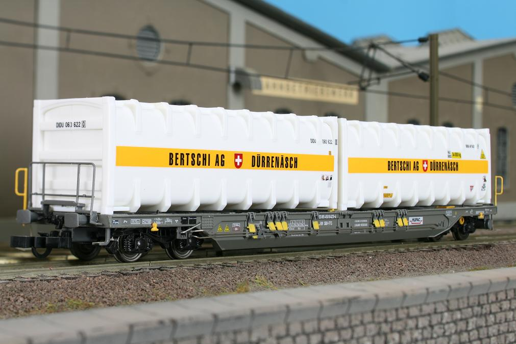 Kombimodell 10394.01 - Hupac Taschenwagen T4.1, Bertschi Edition IV, mit zwei Bertschi 30' Bulk-Container