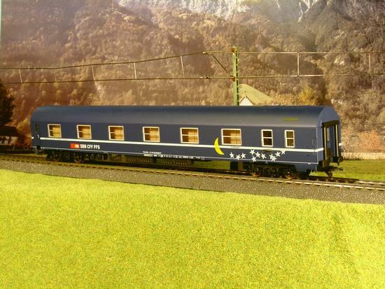 LSM-RIV 5658 - SOS LS-Models 1998, SBB, Schlafwagen, blau-blaues Dach, mit Mond in gelb und Sternen in Weiss, Sonderserie von LMS-Belgien 1998