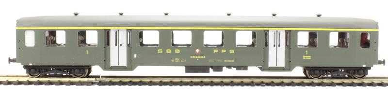 liliput-387-804-sbb-leichtstahlwagen-serie-b-1-klasse-2-einstiege