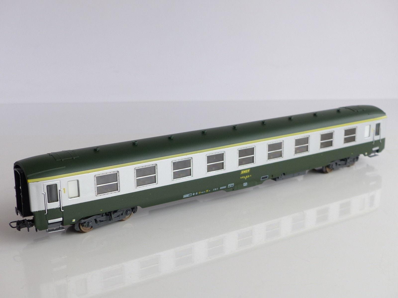 lima-309372-sncf-dev-ao-a9-1-klasse-sitzwagen-gruen-alu-c160-gelbe-1-kl-ziffer-gelber-streifen-am-dach