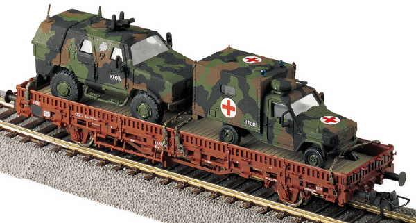 Roco 758 - SOS 2004, BUNDESWEHR, 2-achs. Rungenwagen mit WOLF (Sanitaetsfahrzeug) und DINGO in Tarnfarbe, KFOR