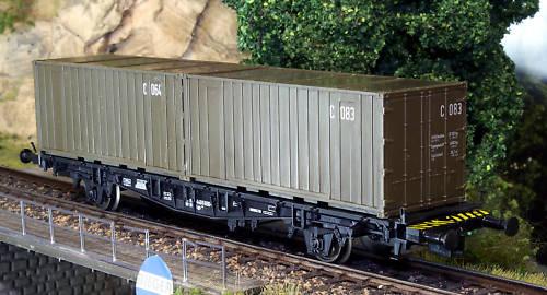 Roco 812 - SOS 1993, BUNDESWEHR, 2-achsiger Tragwagen fuer Container, mit 2x20' Container in oliv, Nos. C 064 + C 083