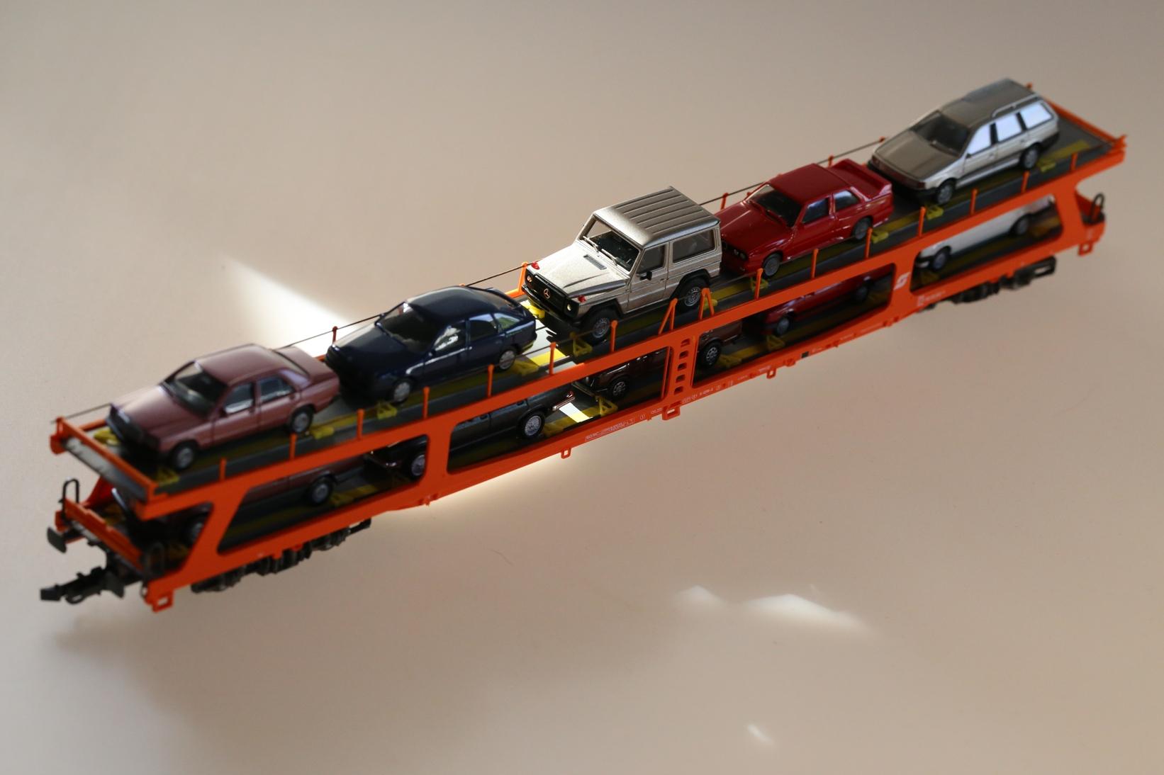Roco 46461 - ÖBB Autotransporter, beladen.1