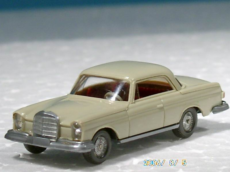 Wiking 146-2 - MB 250 S Coupé, hellgelbgrau.1