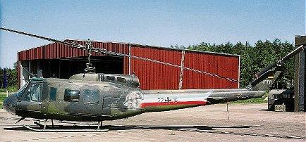 Roco 868 - Bell UH-10, SOS 2001, Helikopter, getarnt und mit Aufdruck 'Hungriger Wolf', BW