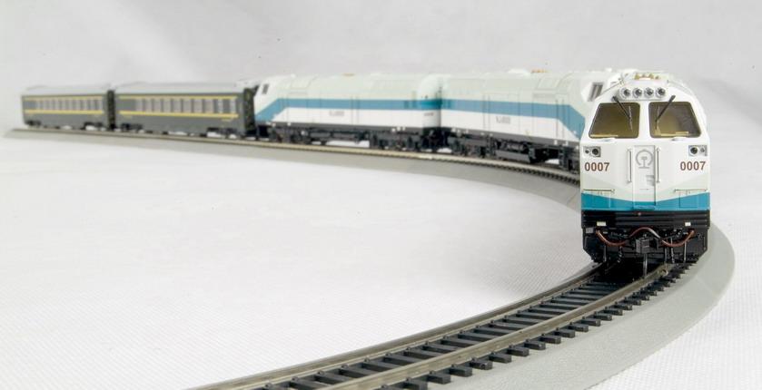 Bachmann CTS00401 - Qinghai - Tibet Railraod Set, 3 Locos WHITE, two coaches green.03