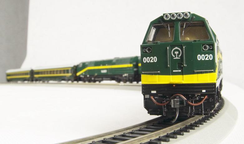 Bachmann CTS00402 - Qinghai - Tibet Railraod Set, 3 Locos GREEN,two coaches green.03