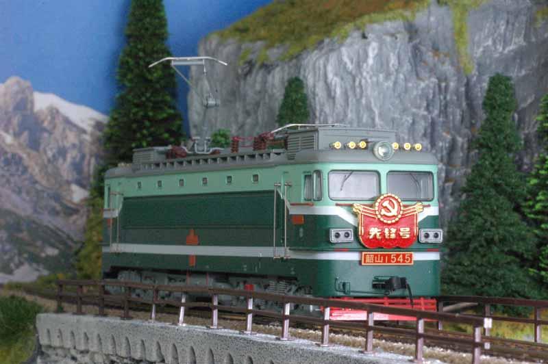 Haidar HAISS-1 - SS1,6-achsige Chinesische E-Lok, two-tone-green, white stripe, Lt. edition 'Pioneer', No.0545.1