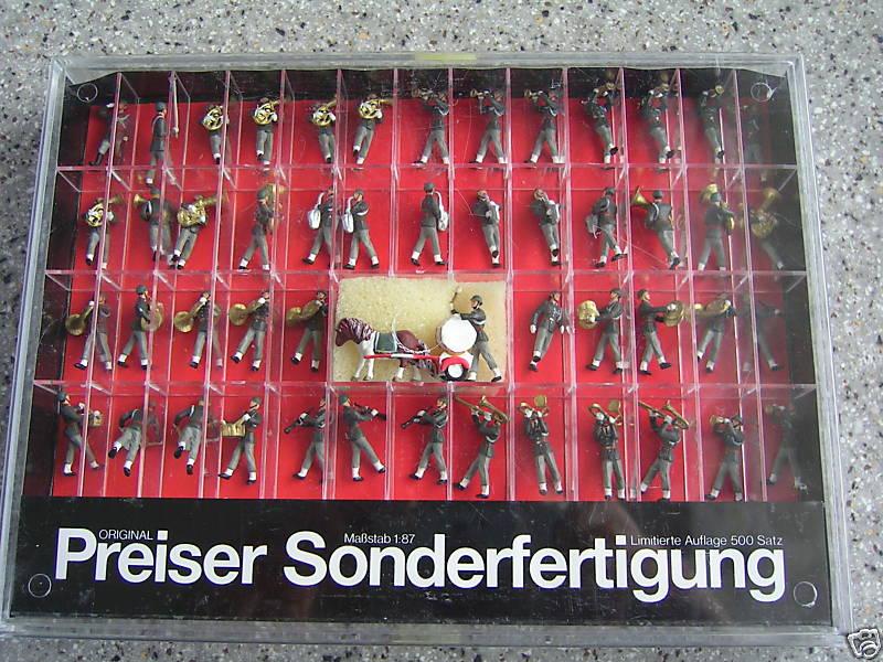 Preiser 13262 - Militärmusik des Gardebataillons, Oesterreich, marschierend, 65 Figuren