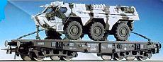 Roco 47396 - 4-achs Schwerlastwagen, schwarz, Ladung FUCHS in WINTER-Tarnfarbe.2