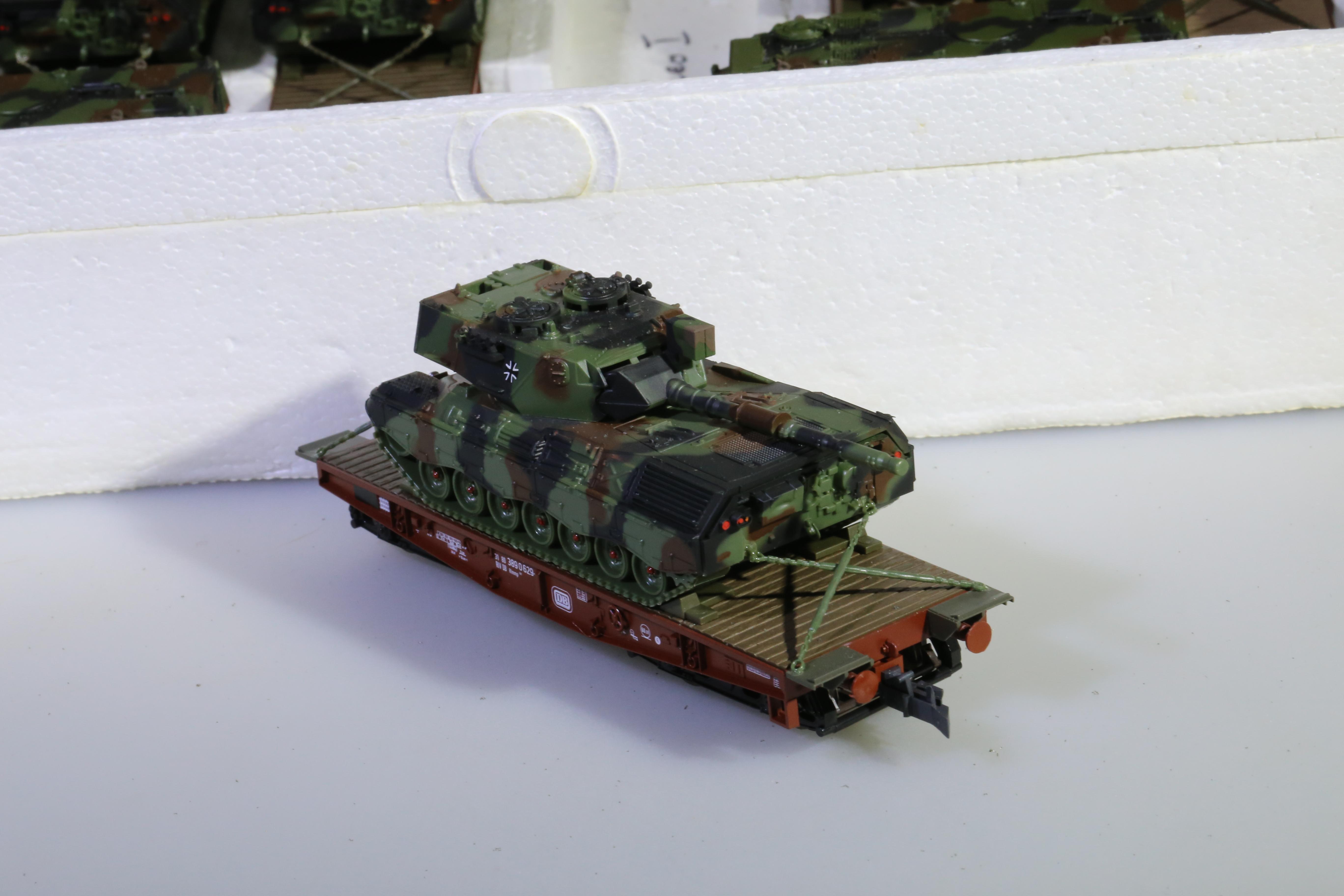 Roco 813 - Leopard I auf 4-achs. Tieflader ROCO.1