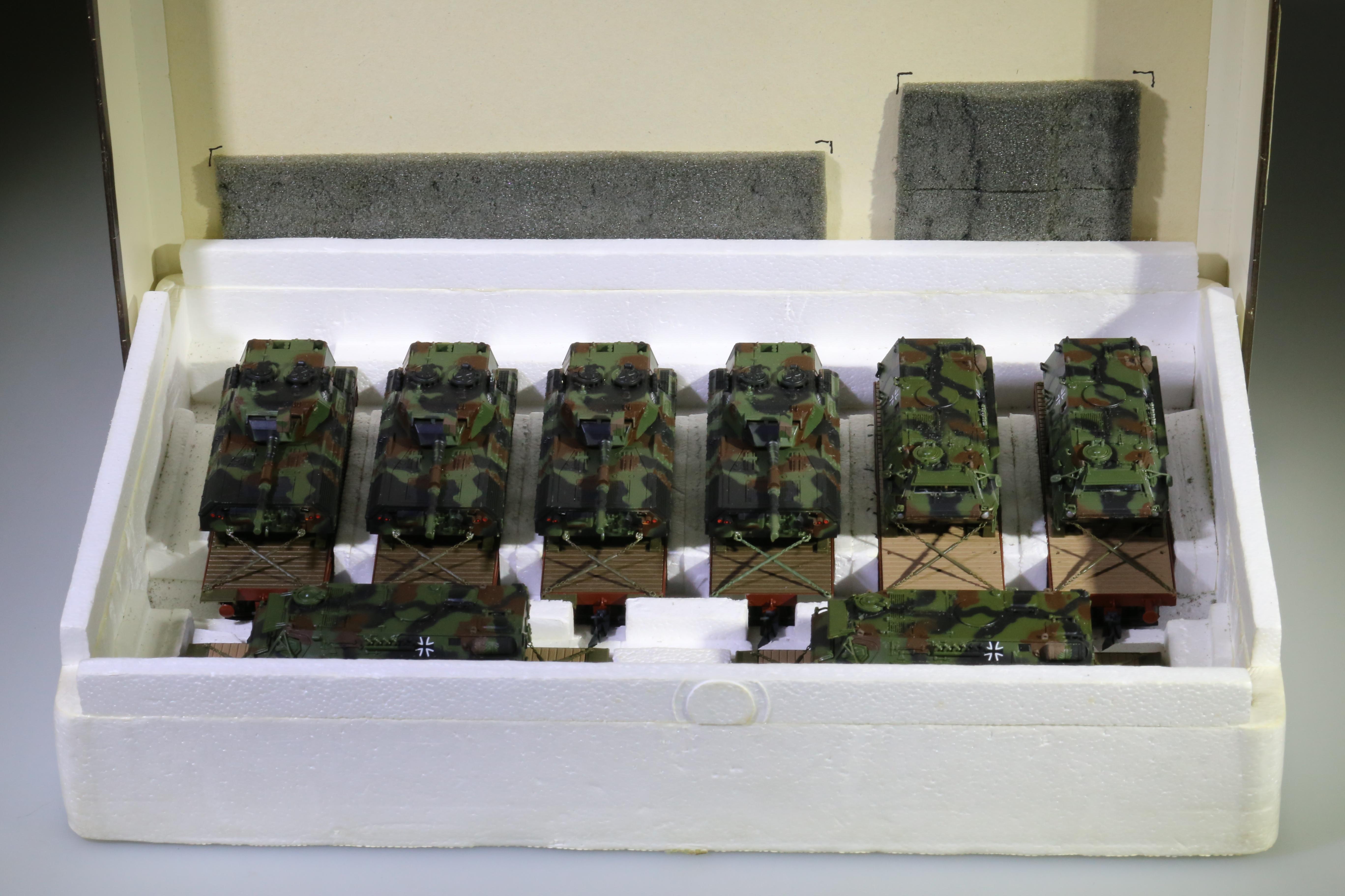Roco 813 - Roco 803 - je 4 Leopard I und Fuchs auf 4-achs. Tieflader ROCO