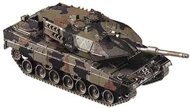 Roco 849 - Leopard in Tarnfarbe, BW, Aufdruck 'KFOR' und gelbes, auf dem Kopf stehendes V
