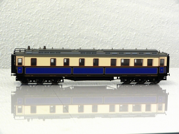 Trix 21242-1 - Hofzug Kaiser Wilhelm II., Speisewagen, 6-achsig.2